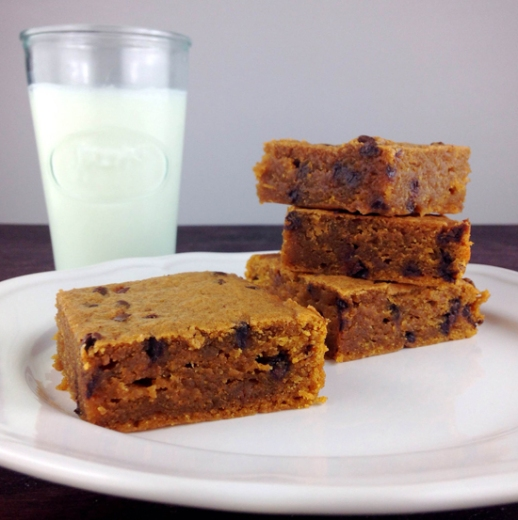 pumpkin blondies chocolate milk