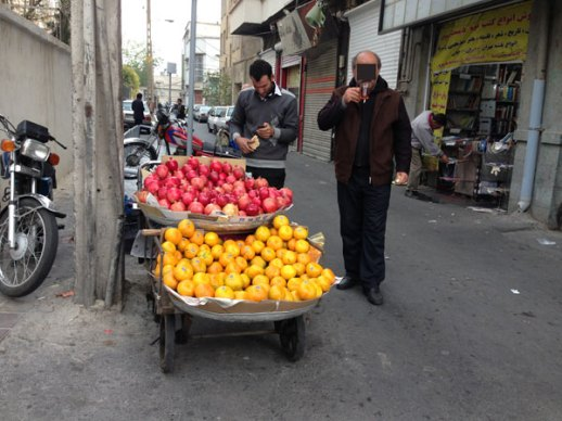 pomegranate-oranges-Tehran-Iran-fruit-vendor