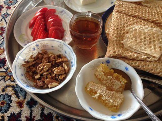 honey walntu tomato tea soft bread persian gulf breakfast sobhaneh Iran