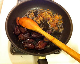 raisin dates & caramelized onions for adas polo
