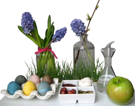 1-Persian-New-Year-Norooz-Persian-Food-Blog-Haftseen-table-hyacinth-eggs-apple-seeb