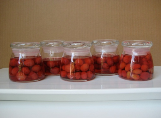 Jars of Cornelian Cherry Jam moraba 'ye zoghal akhteh