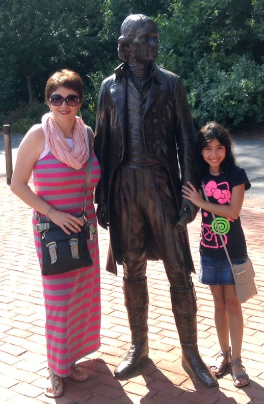 Thomas Jefferson statue in Monticello flanked by lovely mom and daughter in Virginia   FigandQuince.com (Persian cooking and culture blog)