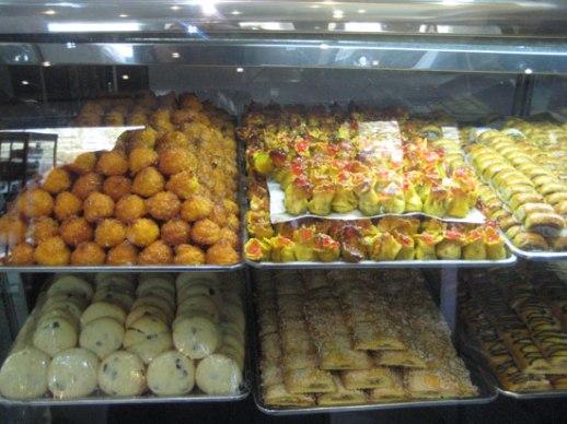 (noon 'eh khameh e va shirini persian sweets