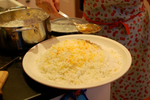 Persian rice being served by Iranian homecook | @FigandQuince (Persian food culture blog)